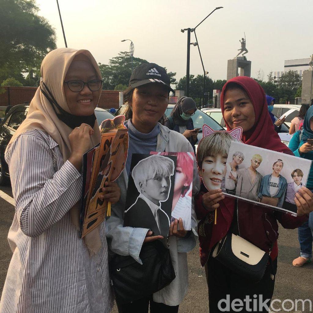 Konser WINNER Jadi Ladang Rezeki Penjual Pernak-pernik Idol K-Pop