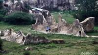 2 Wanita-1 Pria Pose Bugil di Tebing Koja Tangerang Alias Kandang Godzilla