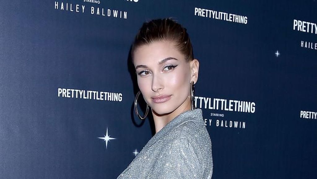 Hailey Baldwin Akan Rilis Kosmetik Hailey Bieber, Produk Masih Dirahasiakan