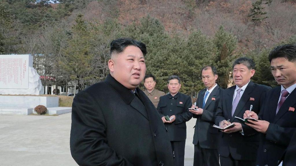 Unik Tapi Jadi Kontroversi, Ada Masker Wajah Nuklir Kim Jong-un
