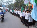 Peringati Maulid Nabi, Ribuan Santri di Bandung Jalan Sarungan