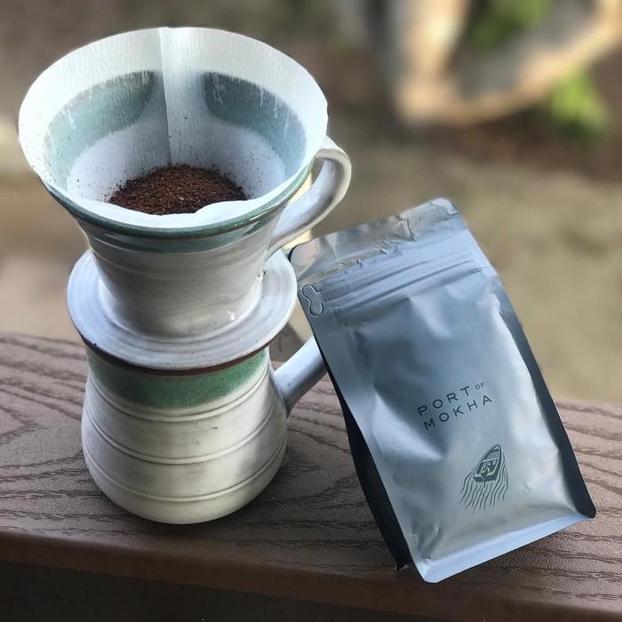 Salah satu minuman kesukaanny adalah kopi. Kopi yang diseduh hangat sangat enak untuk memulai hari dengan semangat. Foto: Instagram @jason_mraz