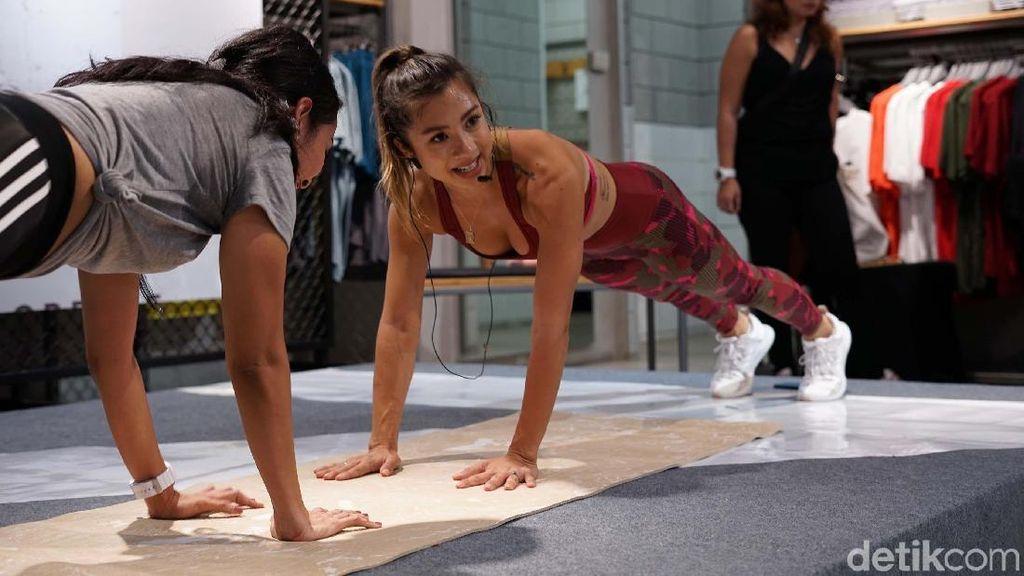 Seksinya Jennifer Bachdim Olahraga Sampai Basah Berkeringat