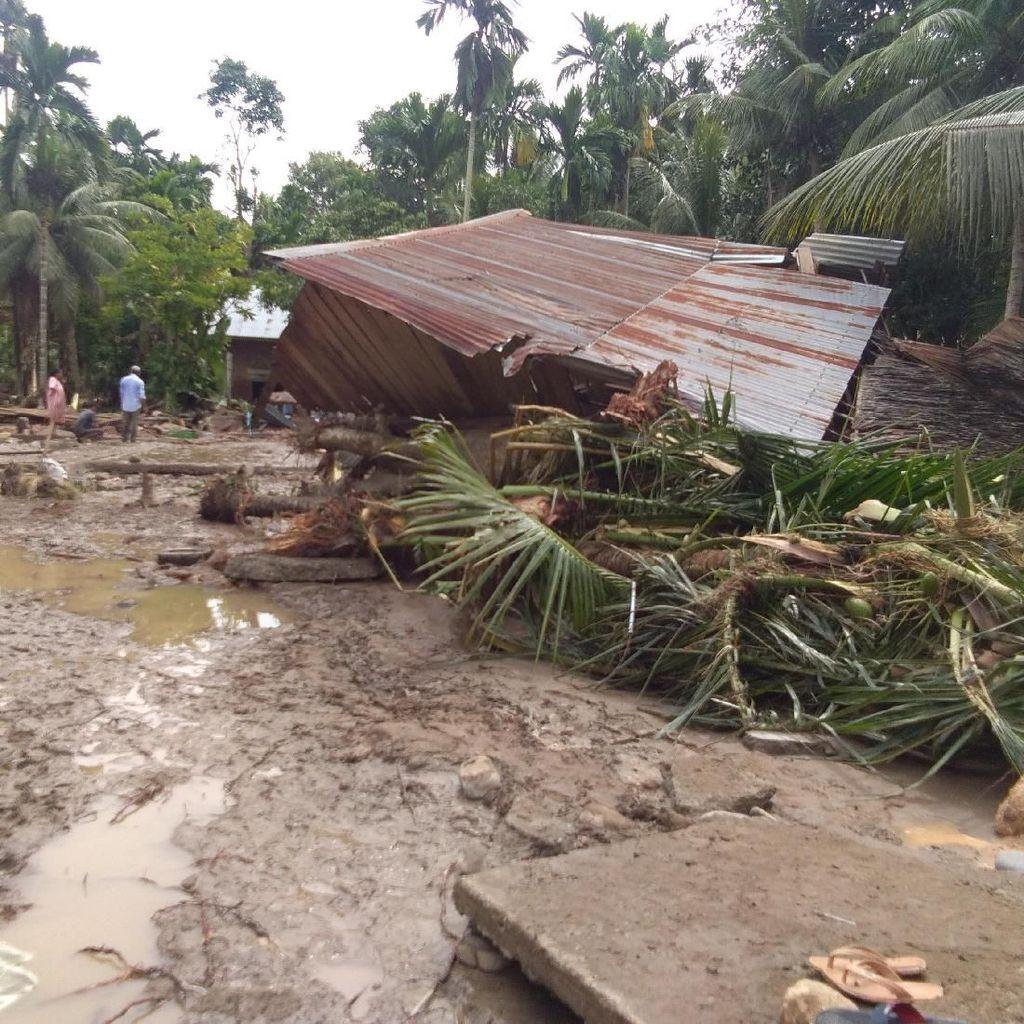 Banjir Hancurkan Rumah di Aceh Utara, Surat Berharga Tak Selamat