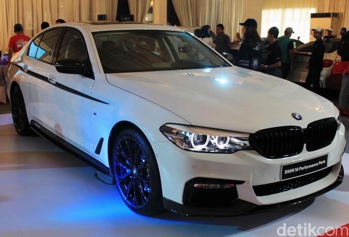 BMW menghadirkan Seri 5 M Performance Parts.