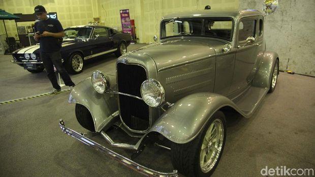 Ford Hot Rod tahun 1932 yang sudah dimodifikasi