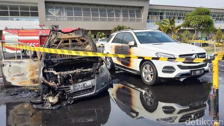 Ilustrasi mobil terbakar Foto: Suparno