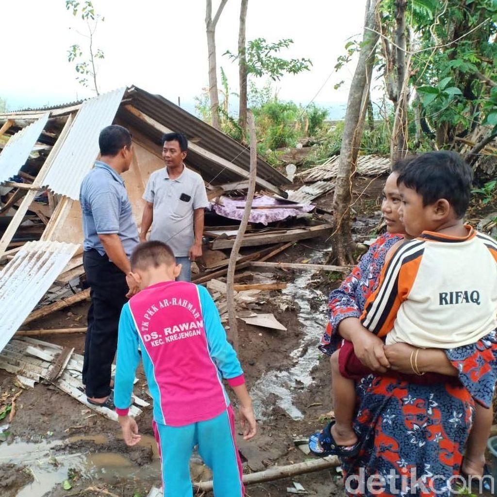 32 Rumah di Probolinggo Rata dengan Tanah Diterjang Puting Beliung
