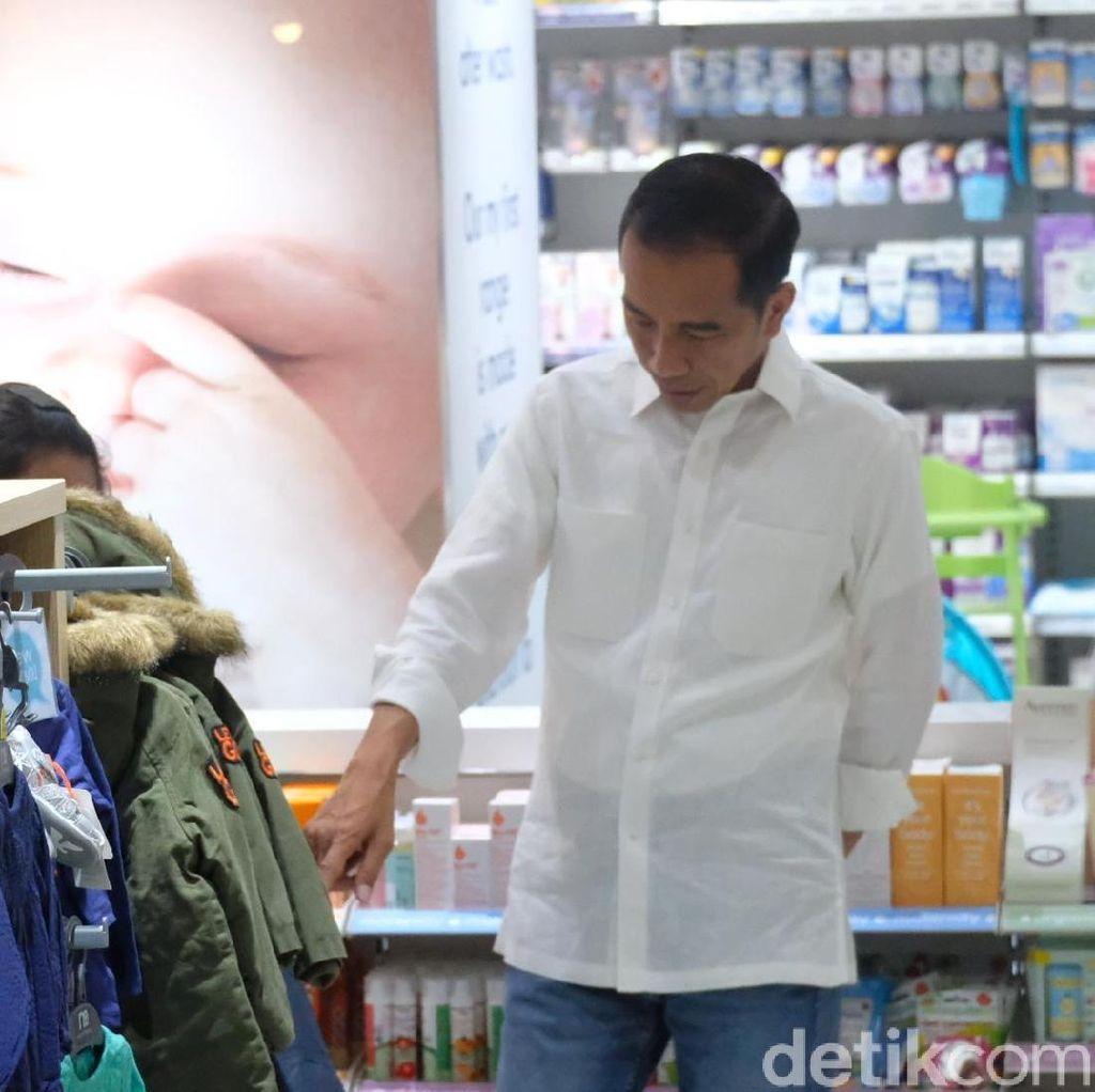 Pulang dari Papua Nugini, Jokowi Beli Baju untuk Cucu di Mal Surabaya