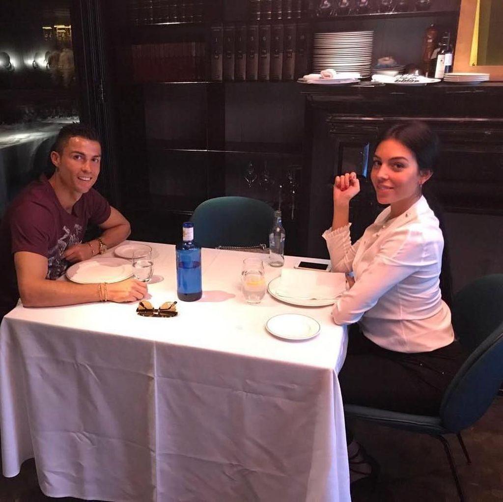 Intip Momen Makan Romantis ala Christiano Ronaldo dan Georgina Rodriguez