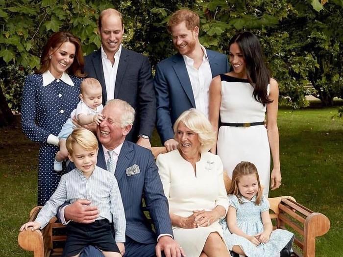 Foto resmi keluarga Pangeran Charles untuk merayakan ulang tahunnya yang ke-70 pada 2018. (Foto: Dok. Clarence House)