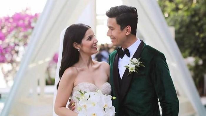 Christian Bautista dan Kat Ramnani menikah di Bali. Foto: Instagram/@xtianbautista, @katramnani