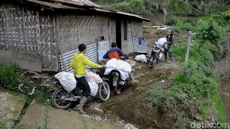 Disediakan Jemputan, Warga Terpencil Batang Tetap Menolak Nyoblos