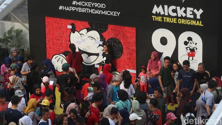 Ramainya Peringatan HUT ke-90 Mickey Mouse di Sarinah