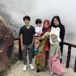 Bikin Adem, Potret Kebersamaan Mulan Jameela dengan Anak-anaknya