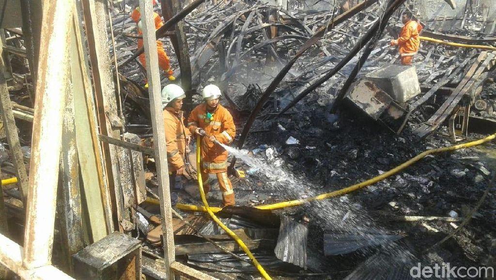 Api di Pabrik Furnitur Jakut Kembali Menyala