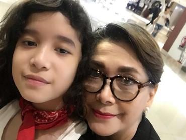 So sweet deh. Tiap pagi istri mendiang Sophan Sophiaan ini selalu mengucapkan selamat pagi ke Julia. (Foto: Instagram @phandya)