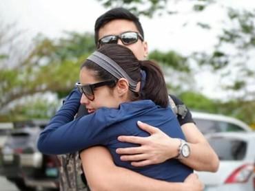 Pasangan ini sweet deh. Lihat, pelukannya erat banget lho. (Foto : Instagram/ @xtianbautista)