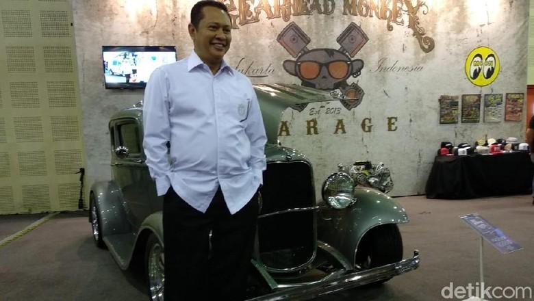 Bambang Soesatyo dan mobil modifikasi Gearhead Monkey Garage Foto: Luthfi Anshori