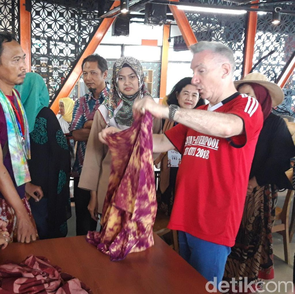 Saat Wakil Wali Kota Liverpool Kepincut Batik Jumputan Surabaya