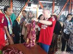 Di Liverpool, Batik Jumputan Surabaya Diberi Merek Red Hot Java