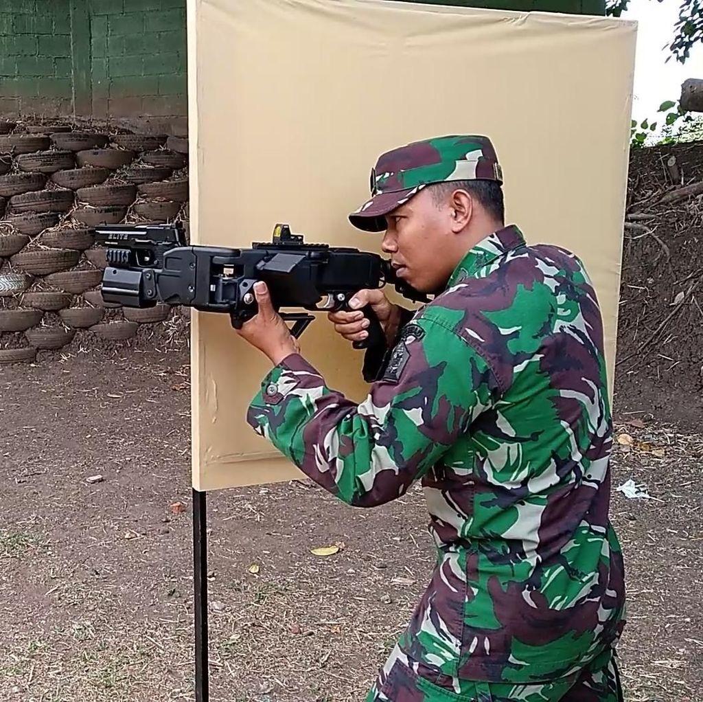 Video Senjata Khusus TNI yang Larasnya Bisa Bengkok