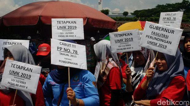 Buruh Jabar Tuntut Ridwan Kamil Naikkan UMK Hingga 20 Persen