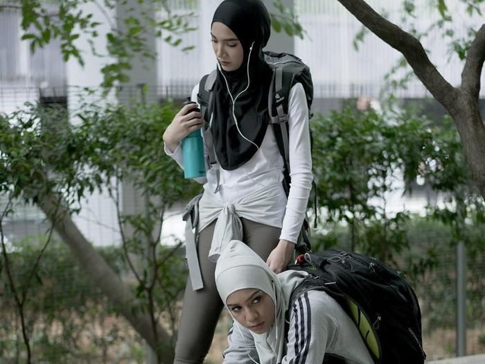 Hijab olahraga untuk pakai headset. Foto: Instagram/tudungpeople