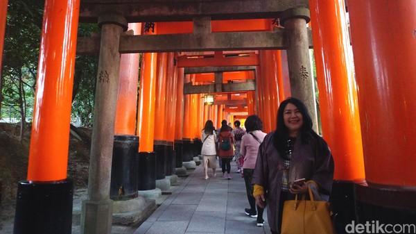 Deretan ratusan gerbang yang legendaris di Fushimi Inari (Aisyah Kamalia/detikTravel)
