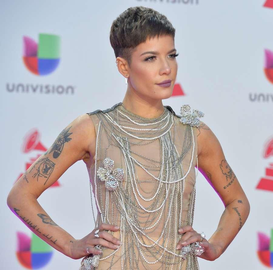Penampilan Seksi Halsey di Latin Grammy 2018