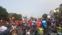 Polisi Hadang Massa Buruh yang Mau Demo di Rumah Gubernur Banten