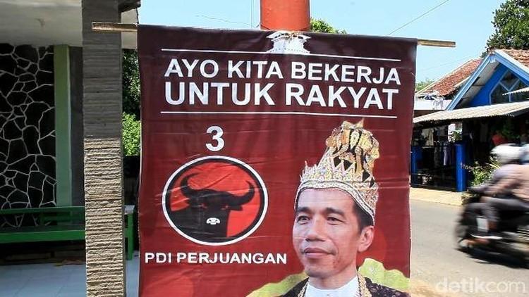 Pengurus Yayasan Protes Logo Menara Kudus di Poster Raja Jokowi
