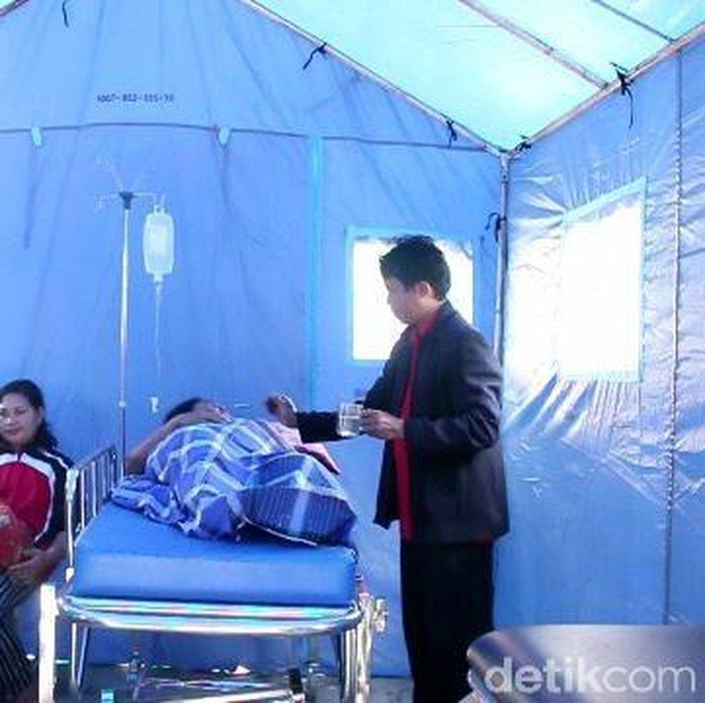 Pengungsi Gempa di Mamasa Melahirkan di Tenda Darurat