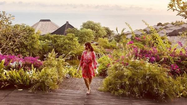 Keputusan untuk menikah di Bali tentu sudah melalui pertimbangan matang keduanya. Mungkin bagi mereka, Bali merupakan tempat yang spesial. Saat liburan di Bali, Kat menginap di Bulgari Resort yang sangat mewah. (Instagram/@katramnani)