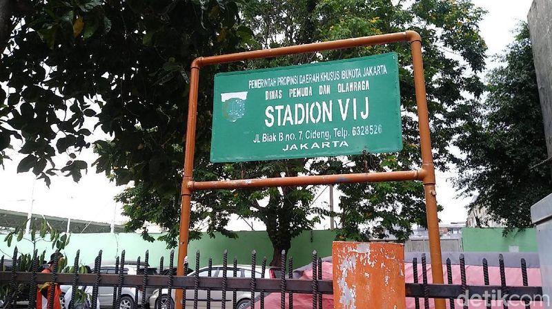 Mungkin ada di antara traveler asal Jakarta yang merupakan fans dari klub sepakbola Persija. Sejarahnya, Persija berawal dari Stadion VIC di daerah Petojo, Jakarta Barat (Randy/detikTravel)