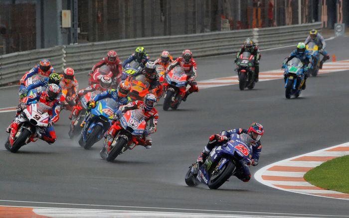 Selepas start, Alex Rins melesat dan memimpin balapan. Maverick Vinales ada di posisi dua, tapi dilewati Andrea Dovizioso di akhir putaran pertama. Marc Marquez di posisi lima dan Valentino Rossi sudah ada di posisi 10.