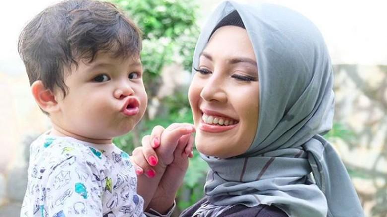 Cerita Ratna Galih, Berhenti Syuting Demi Jaga Kehamilan Si Kembar/ Foto: Instagram