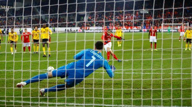 Ricardo Rodriguez menjadi pencetak gol pertama Swiss ke gawang Belgia.