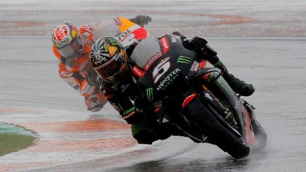 Banyak pebalap terjatuh di MotoGP Valencia. (