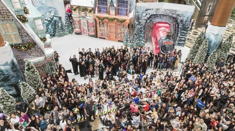 16 November 2018-Februari 2019, Bandara Changi menyambut traveler dengan suasana dunia sihir bertemakan A Wizarding World Holiday (Changi Airport Group)