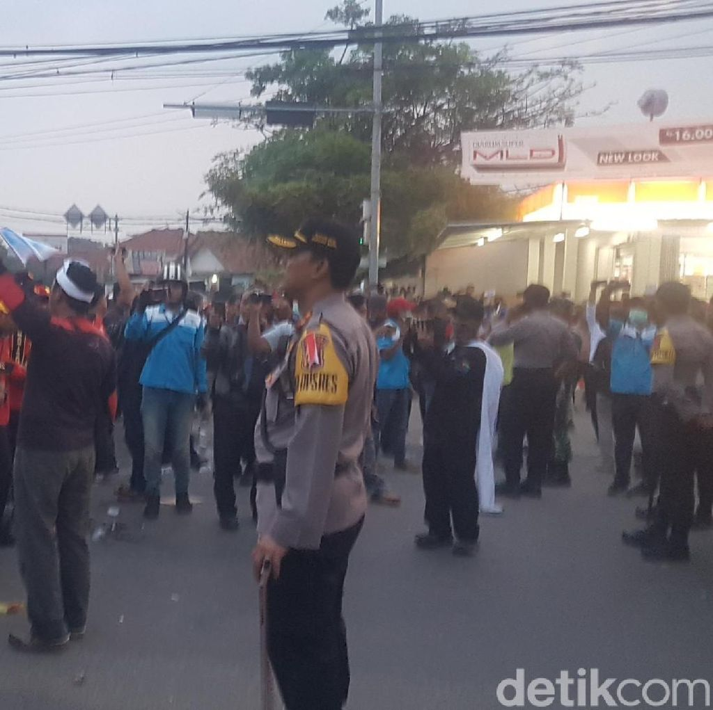 Demo Buruh, Arteri Serang-Jakarta Macet Total hingga Sore Hari