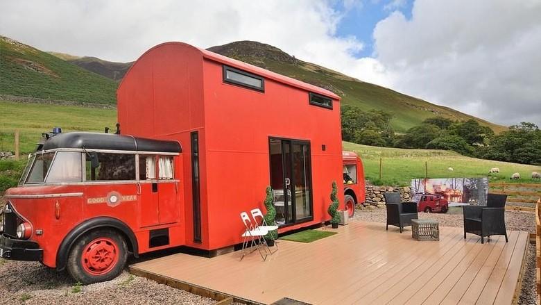 Mobil pemadam kebakaran jadul yang disulap jadi hotel kece (holidaycottages.co.uk)