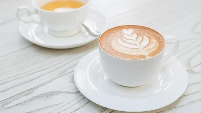 Antara kedua minuman ini, teh terbukti lebih baik daripada kopi. Foto: iStock