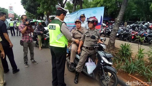 4 Juta Kendaraan Belum Bayar Pajak, Polisi-Samsat Razia di Kalibata