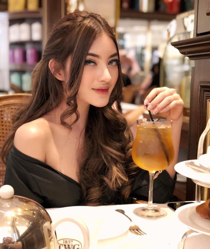 Tanaya dikenal sebagai selebgram. Saat ini pengikut instagramnya sudah lebih dari 400 ribu netizen. Selain jago make up, Tanaya juga suka kulineran. Foto: instagram @tanayalyssia