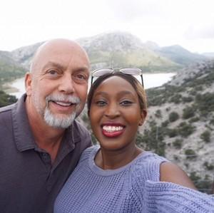 Kisah Cinta Pasangan Beda Usia 33 Tahun yang Dikritik Menjijikkan