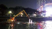 Ekskavator Diterjunkan Cari Bocah yang Tenggelam di Kali Angke