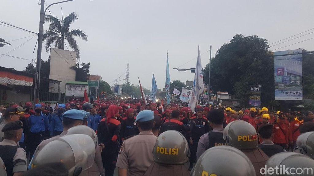 Massa Buruh Bubar, Jl Arteri Serang-Jakarta Kembali Dibuka