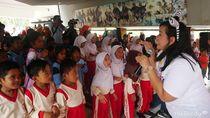 9 Potret Keseruan Anak-anak Lombok saat Mendengarkan Dongeng
