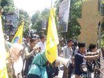 Dukung Baiq Nuril, Mahasiswa Demo Polda NTB Minta Kepsek Diusut